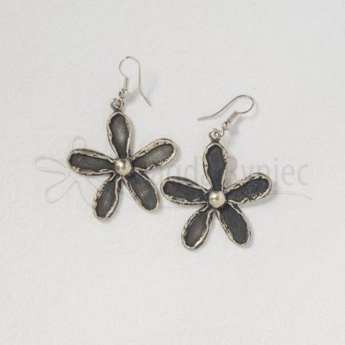 Kwiatki czarne stokrotki duże #1 - kolczyki